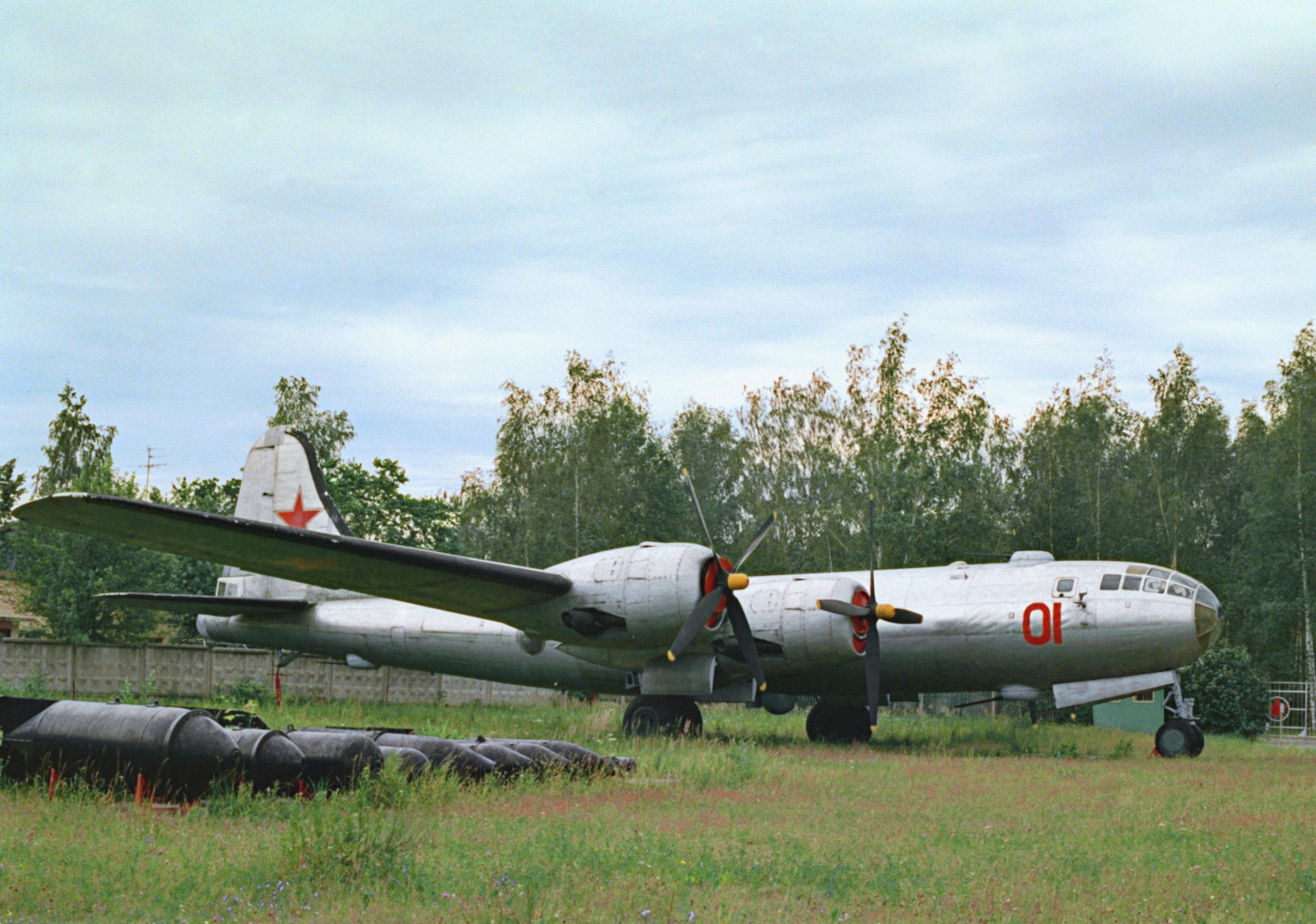 远程活塞发动机图-4轰炸机