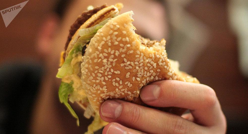 日本麦当劳早餐中发现碎牙