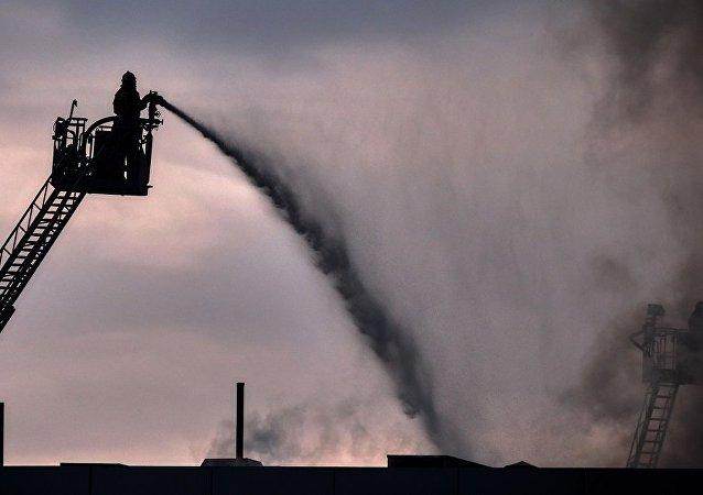 圣彼得堡Lenta连锁超市起火面积攀升到5000平方米