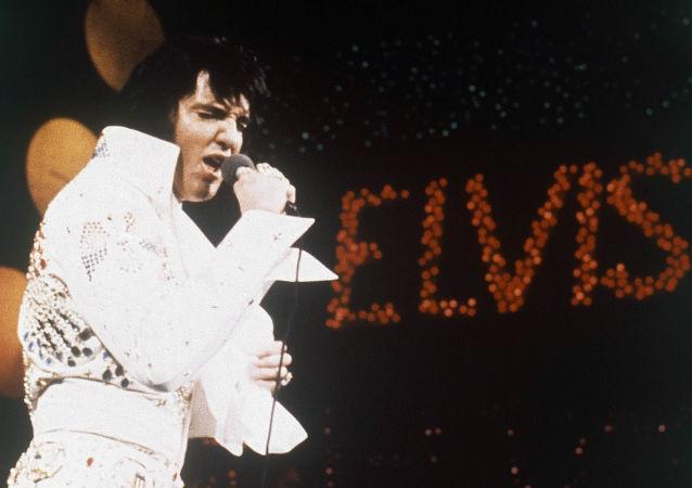 美国摇滚歌手埃尔维斯·普雷斯利