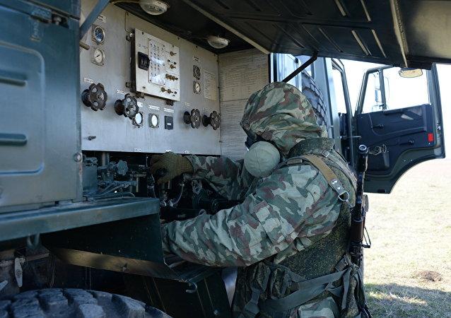 俄三防部队副司令:三防部队的新防护装备类似太空服