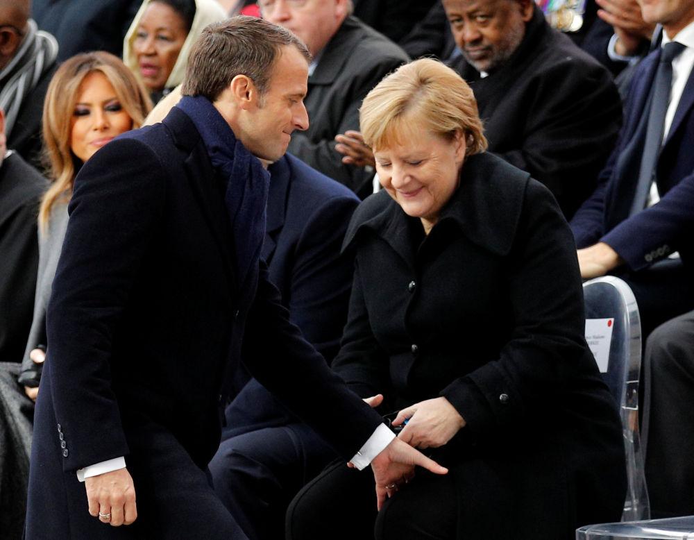 法國總統埃馬紐埃爾·馬克龍和德國總理安格拉·默克爾出席在巴黎凱旋門舉行的一戰結束100週年紀念活動