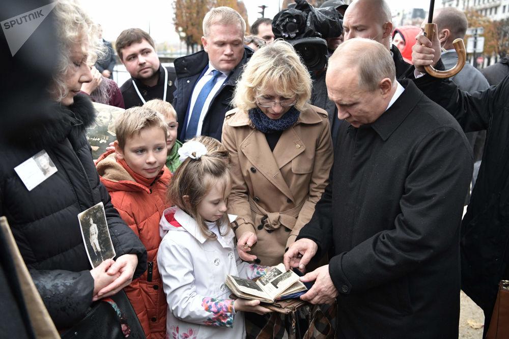 俄羅斯總統弗拉基米爾·普京會見一戰老兵後代