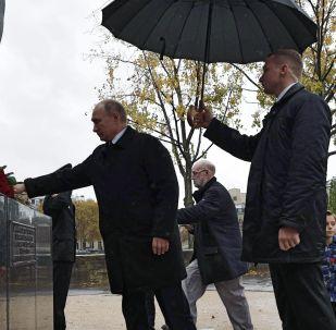 俄罗斯总统弗拉基米尔·普京出席向赴法作战的俄罗斯远征军士兵纪念碑献花仪式
