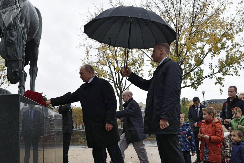 俄羅斯總統弗拉基米爾·普京出席向赴法作戰的俄羅斯遠徵軍士兵紀念碑獻花儀式