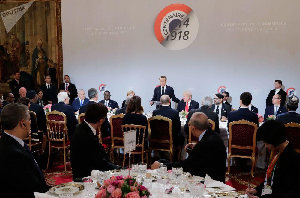 俄羅斯總統弗拉基米爾·普京和其他國家元首及政府首腦出席法國總統馬克龍舉辦的工作早餐會