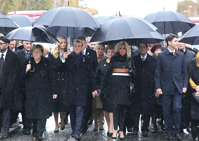默克尔在法国参加一战停战百年纪念活动被错认成马克龙妻子