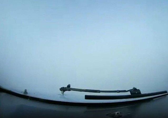 實錄飛機在明斯克機場0能見度盲降落