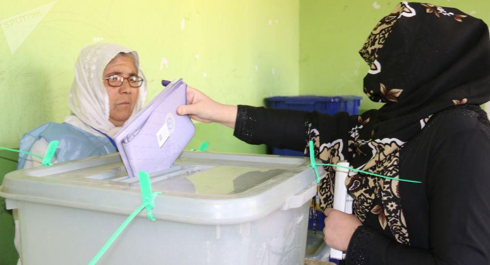 阿富汗总统大选观察员预测将举行第二轮选举
