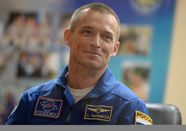 普京授予宇航員謝爾蓋·雷日科夫「俄羅斯英雄」稱號