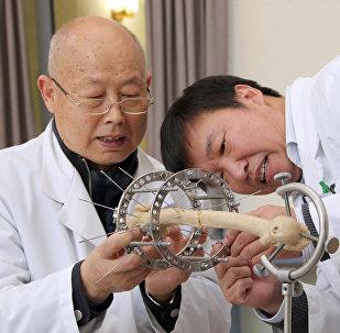 中国整形医生在伊里扎洛夫中心实习