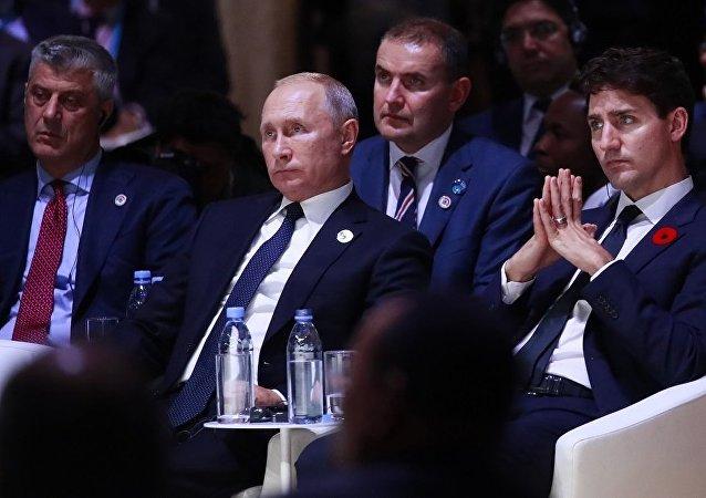 科索沃領導人薩奇(左一)和俄羅斯總統普京 (左二)在參與巴黎活動