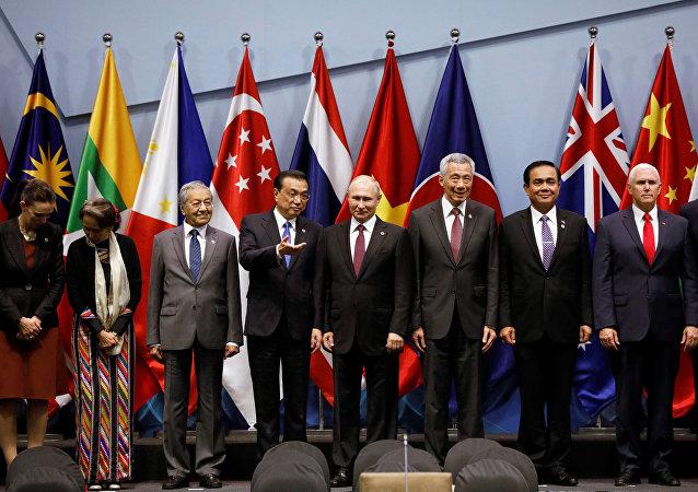 东亚峰会在新加坡开幕