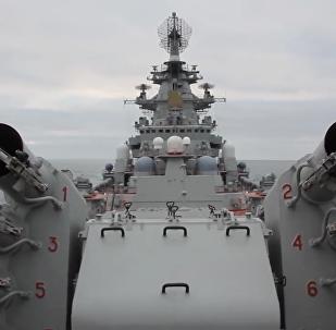 """俄""""彼得大帝""""号核动力导弹巡洋舰在巴伦支海举行演习"""