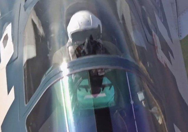 网络上出现苏-57空中加油的视频
