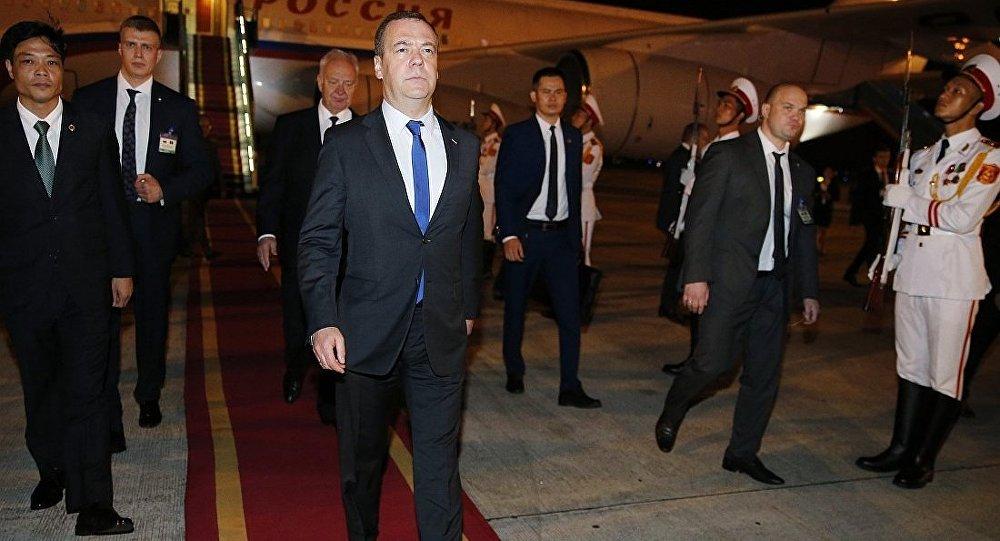 德米特里·梅德韦杰夫在河内机场