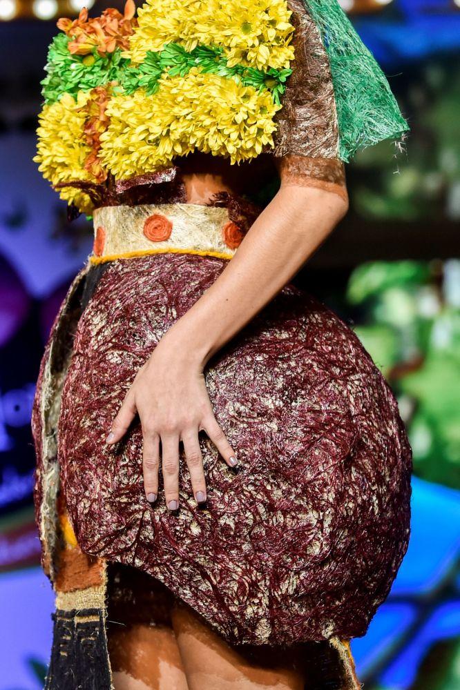 所有展出服装均由天然材料和植物制成。