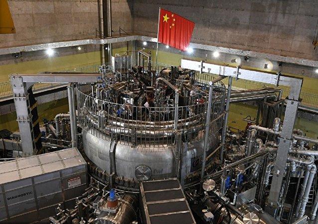 Экспериментальный сверхпроводящий ТОКАМАК (EAST)
