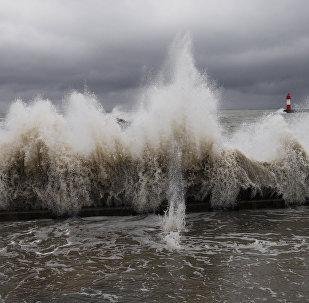 西班牙加纳利群岛酒店遭巨浪侵袭