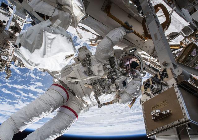 美國宇航員太空行走