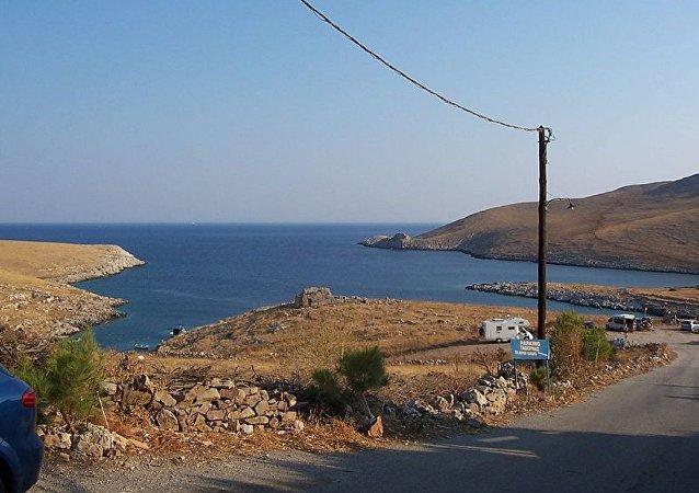 土耳其貨船在希臘海岸附近著火