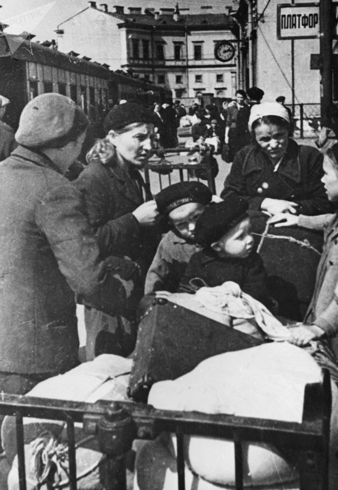 """围困时期拯救列宁格勒的""""生命之路"""""""