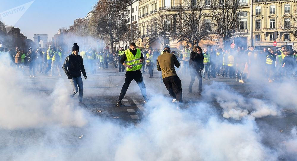 俄衛星社記者在巴黎抗議期間受傷