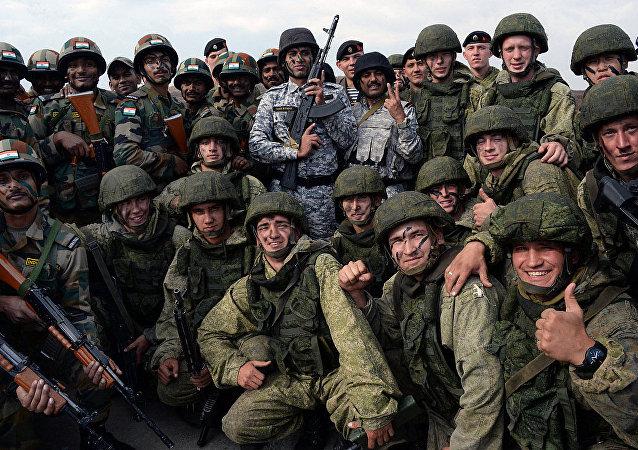 俄印軍方在「因陀羅」演習中()