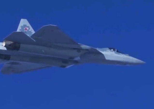 4架最新苏-57演练画面曝光