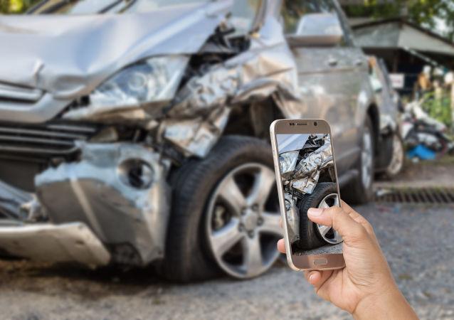 美國小女孩交通事故現場留字條獲網友點贊