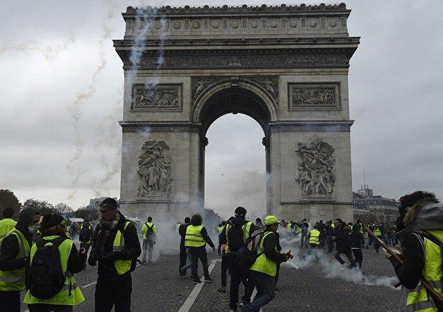 法国抗议活动是该国的内政问题 需要确保不造成人员伤亡