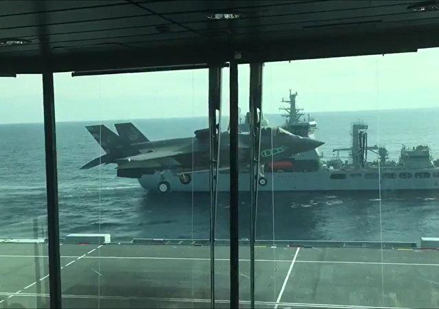 F-35B战机首次完成垂直着舰