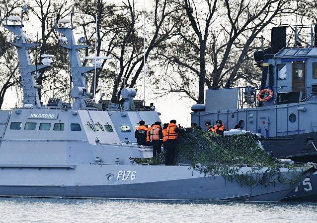 被扣押的乌克兰船只被拖至刻赤港