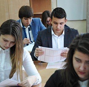 俄圣彼得堡中学生首次为全国统考汉语科目备考