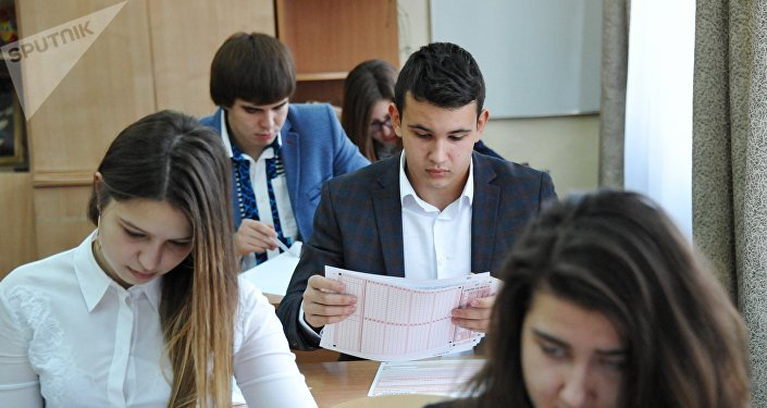 俄聖彼得堡中學生首次為全國統考漢語科目備考