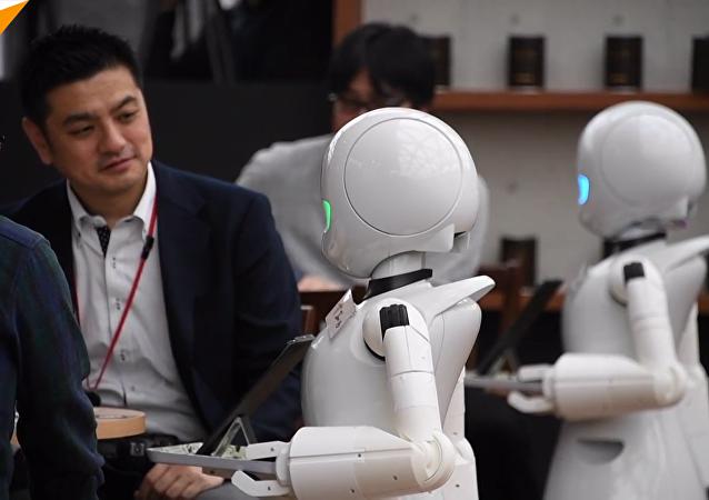 日本咖啡厅机器人服务员上线啦!