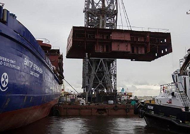 俄造船厂:圣彼得堡破冰船火灾不会影响工期