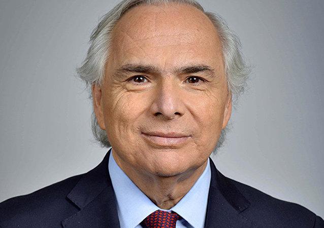 智利內政部長總統府摔斷手