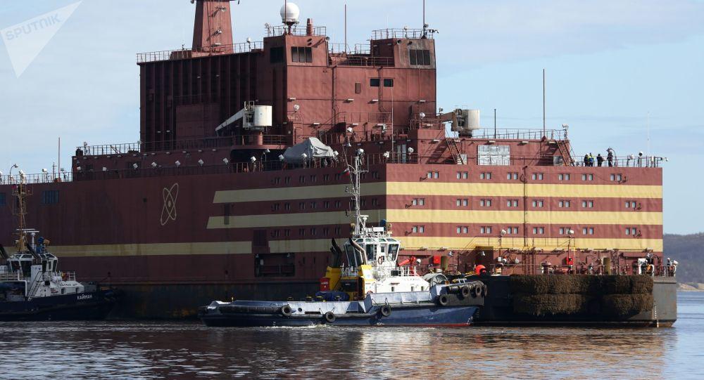 """俄""""罗蒙诺索夫院士""""号浮动核电机组将被拖船拉至楚科奇"""