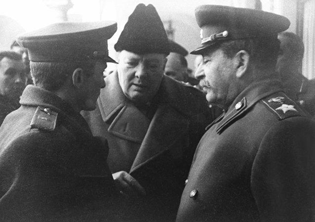 俄警卫局长顾问:斯大林从1941年开始给丘吉尔送白兰地