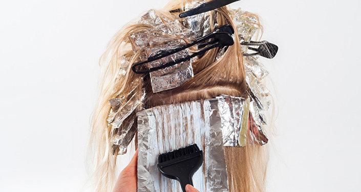 法國女大學生染髮劑過敏致臉部腫脹變形