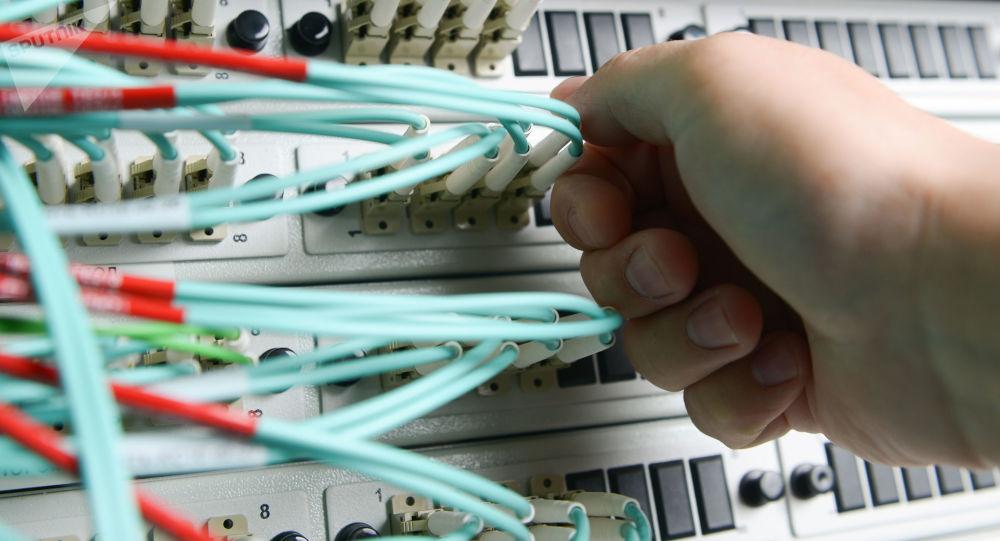 美国务卿:将不会在一个计算机网络可能被中国攻破的国家部署技术