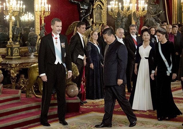 西班牙欢迎晚宴中方领导人穿中山服出席 外交部回应不是第一次