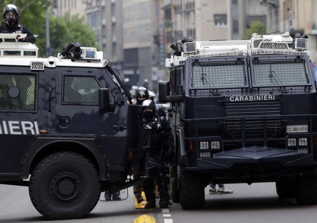 电视台报道称有20人在意大利中部的菲乌吉市被劫持为人质,警方正在展开特别行动