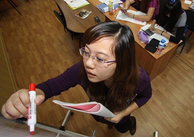 俄罗斯教师将教授上海学生科技俄语