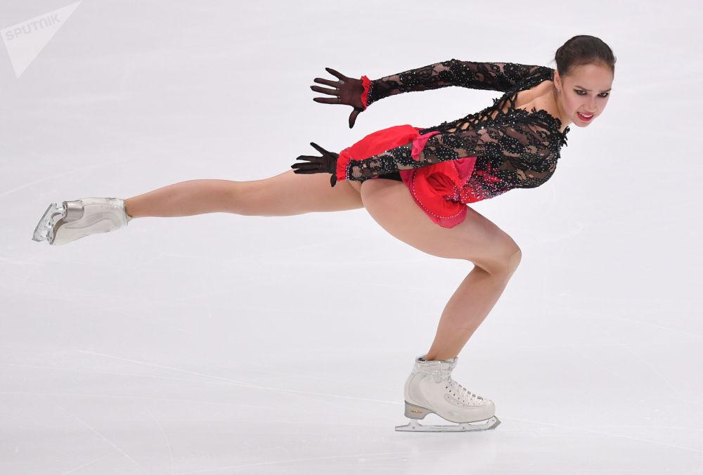 阿林娜·扎吉托娃在花樣滑冰大獎賽莫斯科站的比賽中