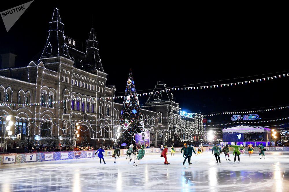 2019年2月1日至3日,將在古姆冰場舉行世界冰壺巡回賽「WCT紅場經典賽」。