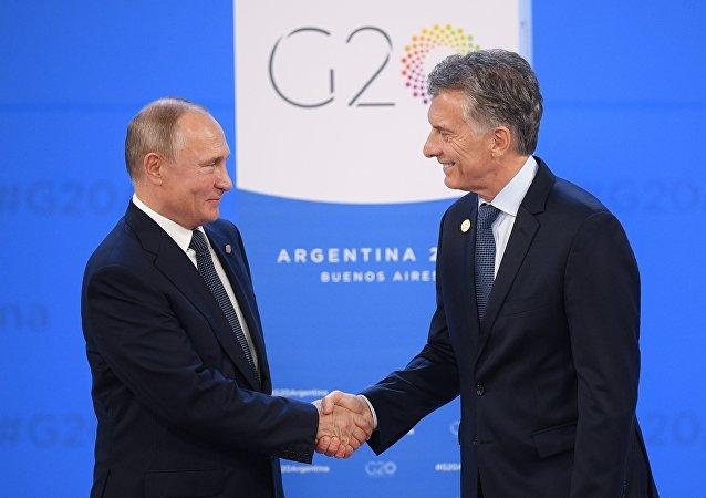 俄羅斯總統普京(左)和阿根廷總統馬克里