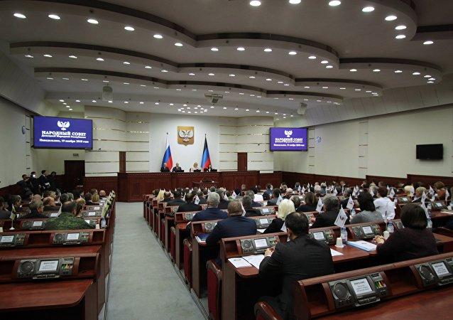 顿涅茨克人民共和国议会批准阿南琴科出任新总理