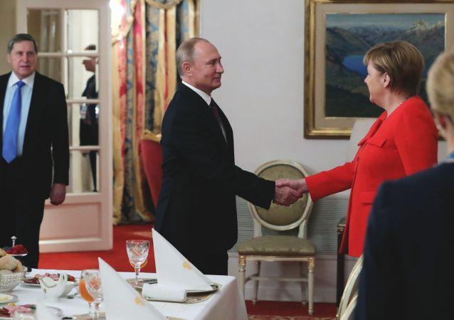 G20峰會第二天普京與德國總理默克爾共進早餐